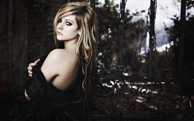 Avril Lavigne Wallpapers dark