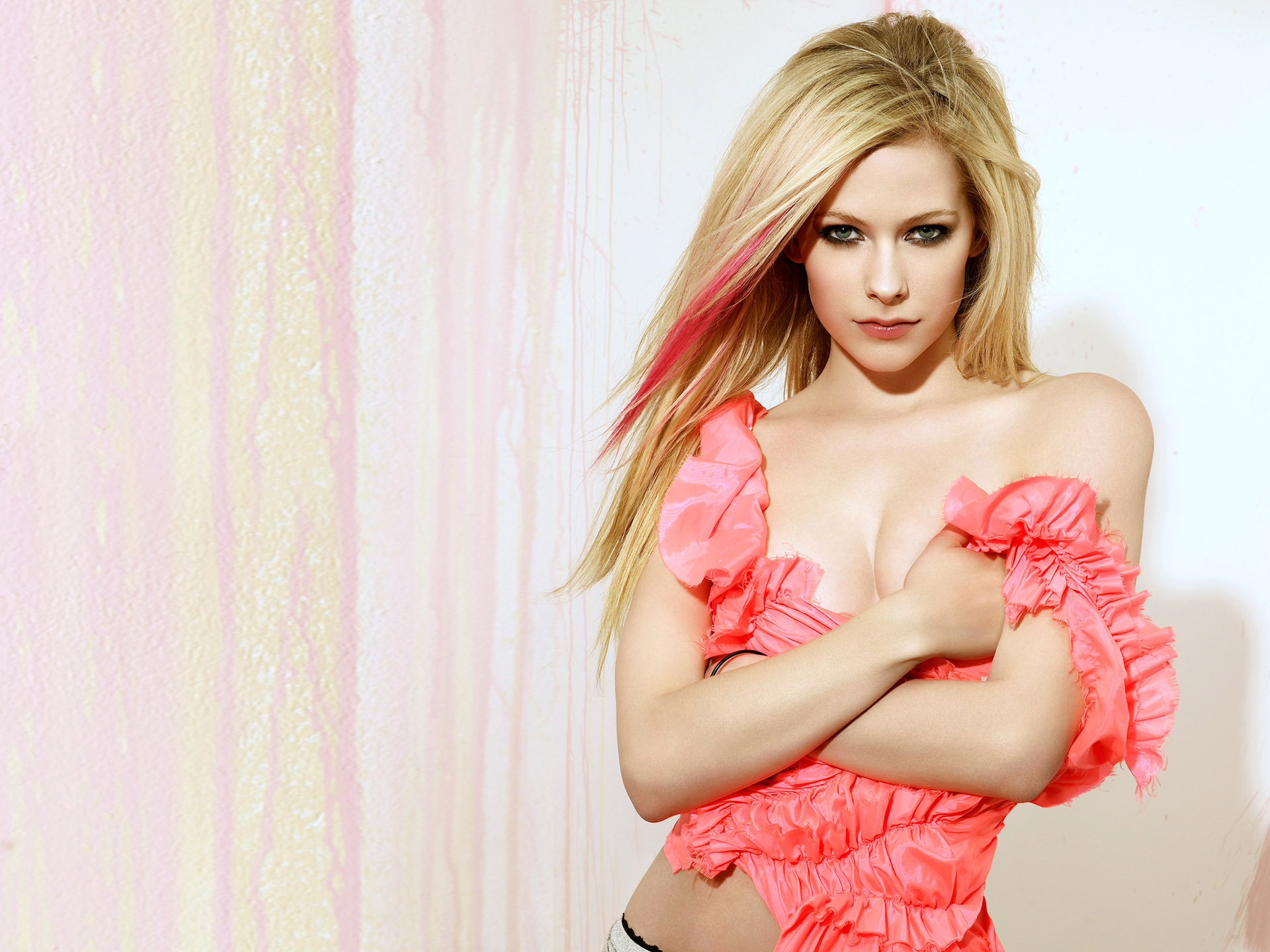 Avril Lavigne Wallpapers sexy hot pink