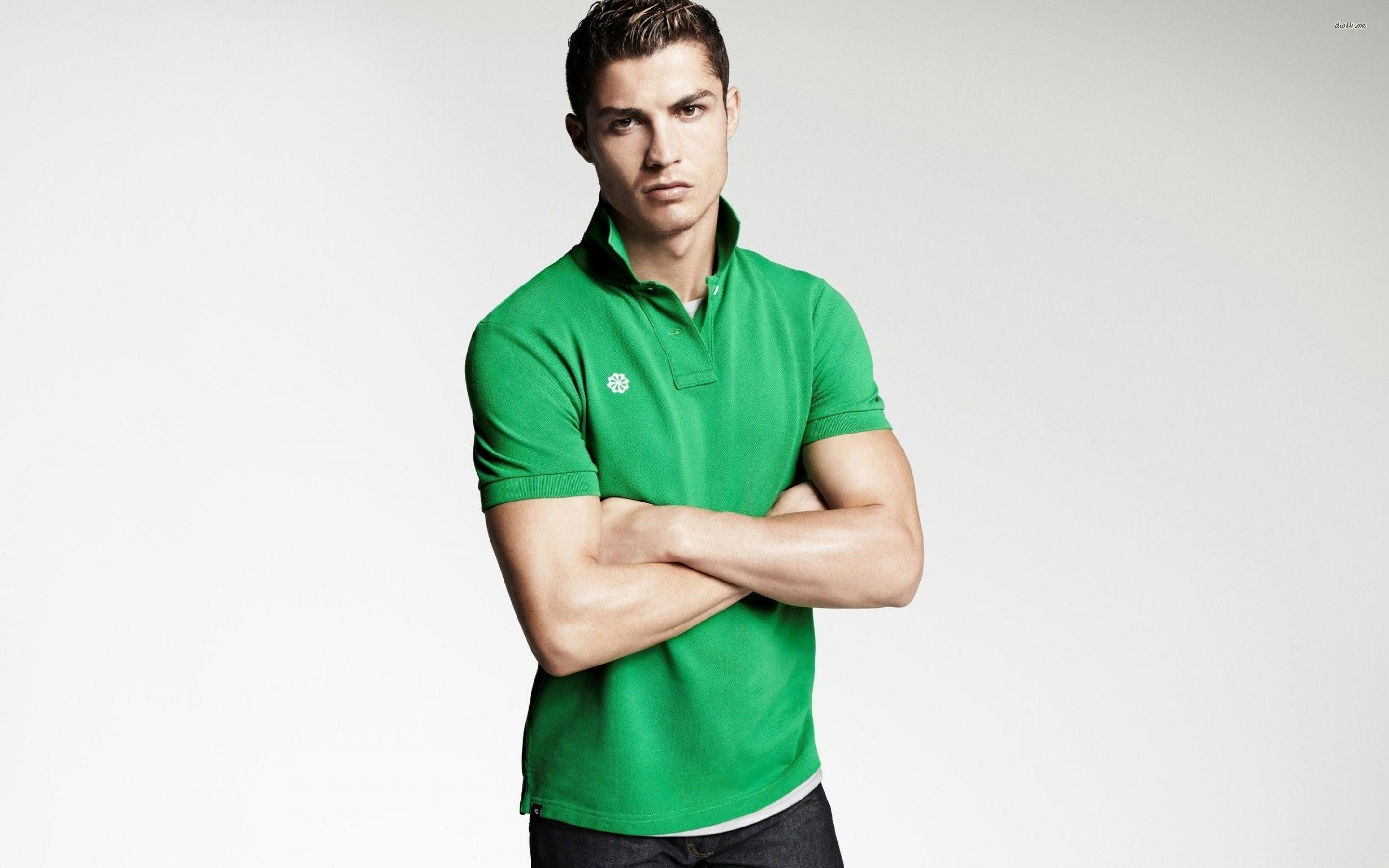 Cristiano Ronaldo Wallpapers HD green t shirt smart
