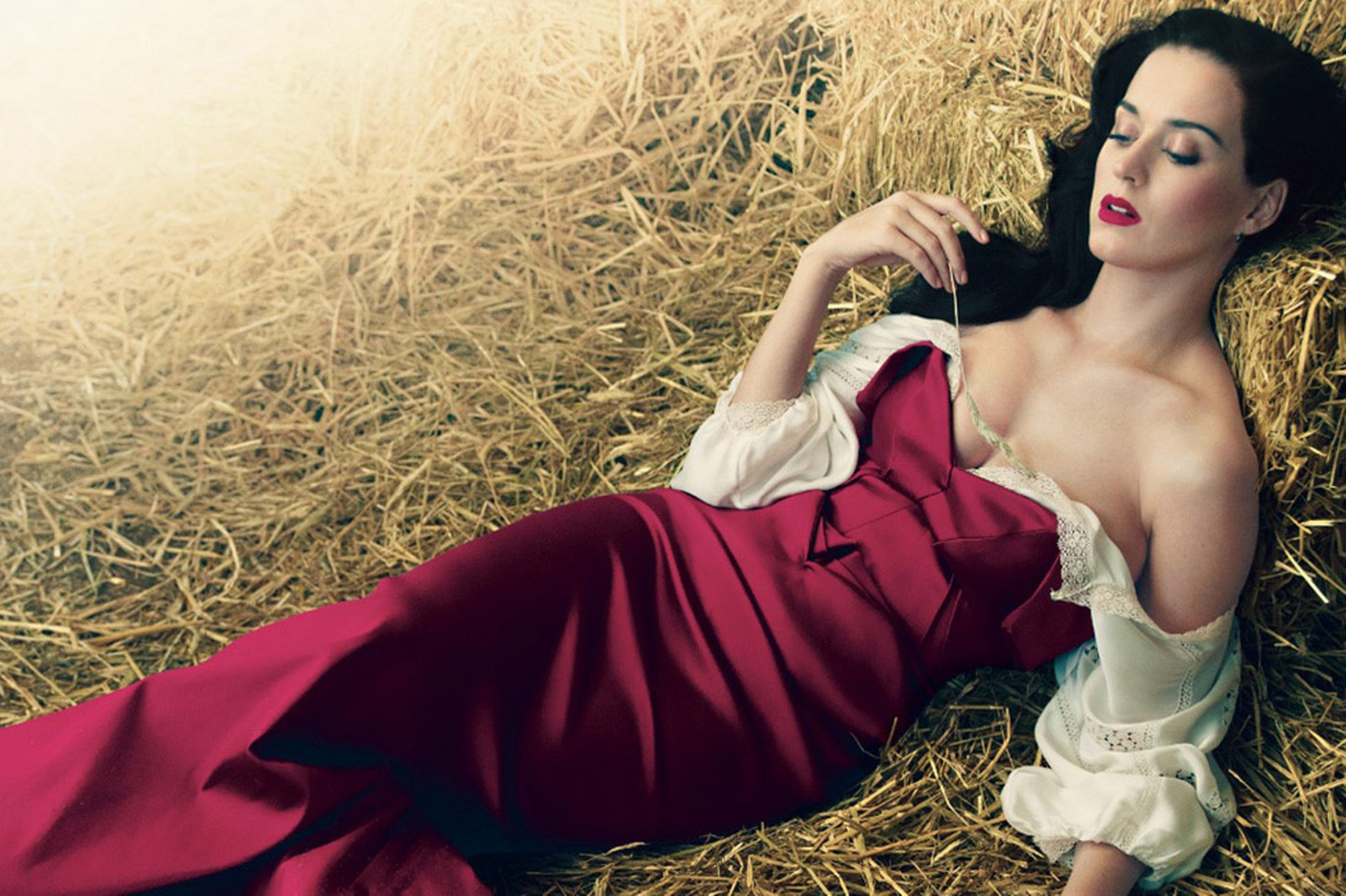 Katy Perry Wallpaper maroon barn
