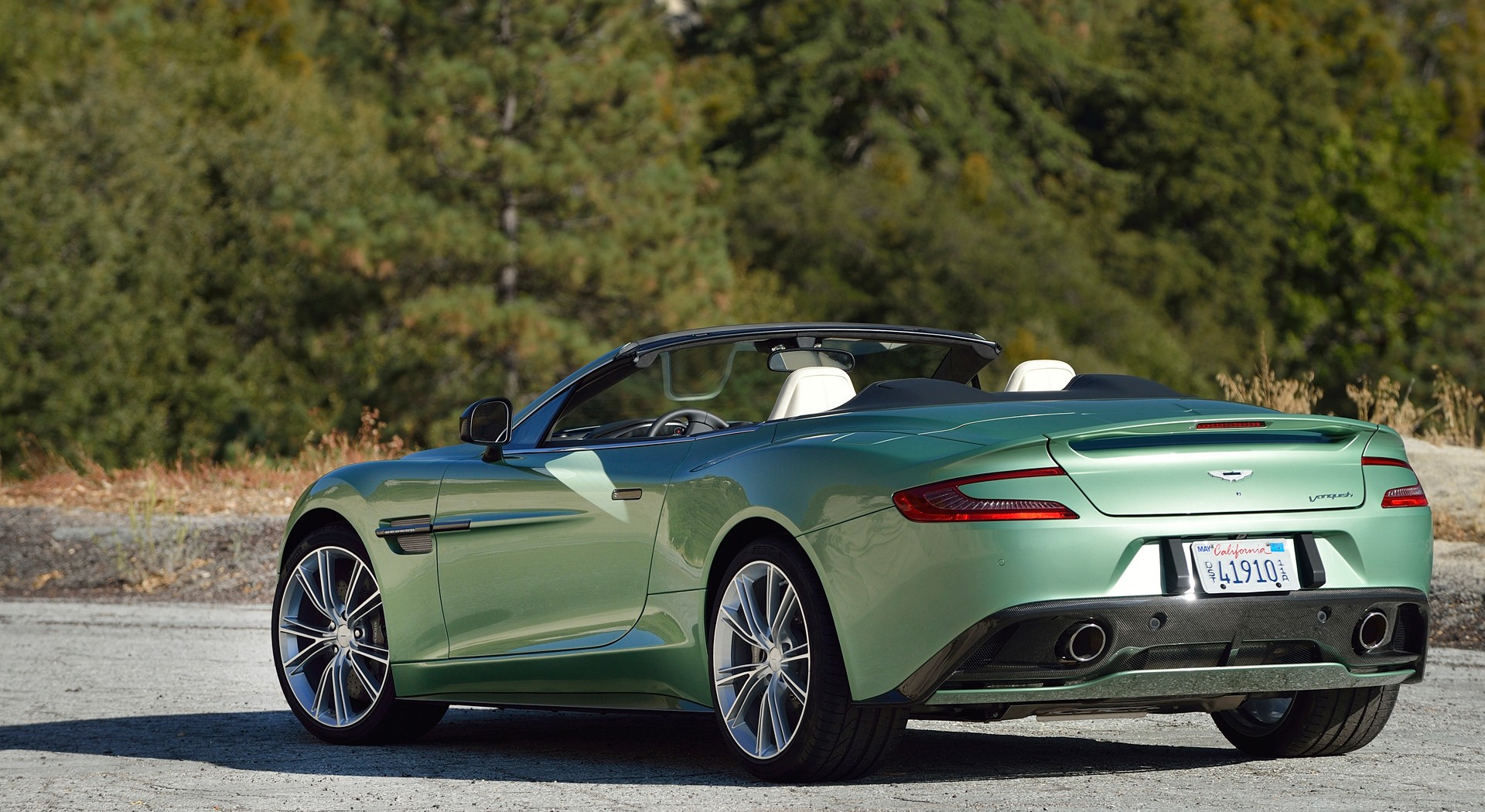 Aston Martin Vanquish Wallpaper green