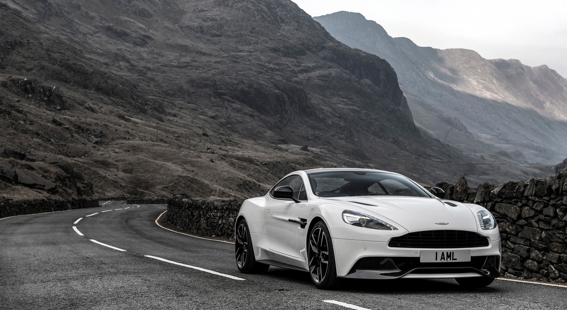 Aston Martin Vanquish Wallpapers White A2