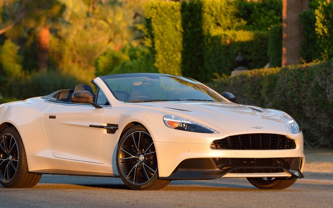 Aston Martin Vanquish Wallpapers White light