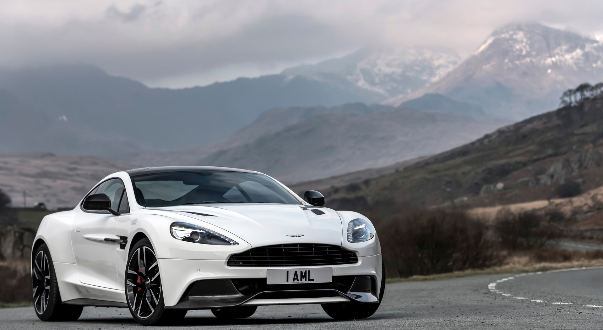 Aston Martin Vanquish Wallpapers White road