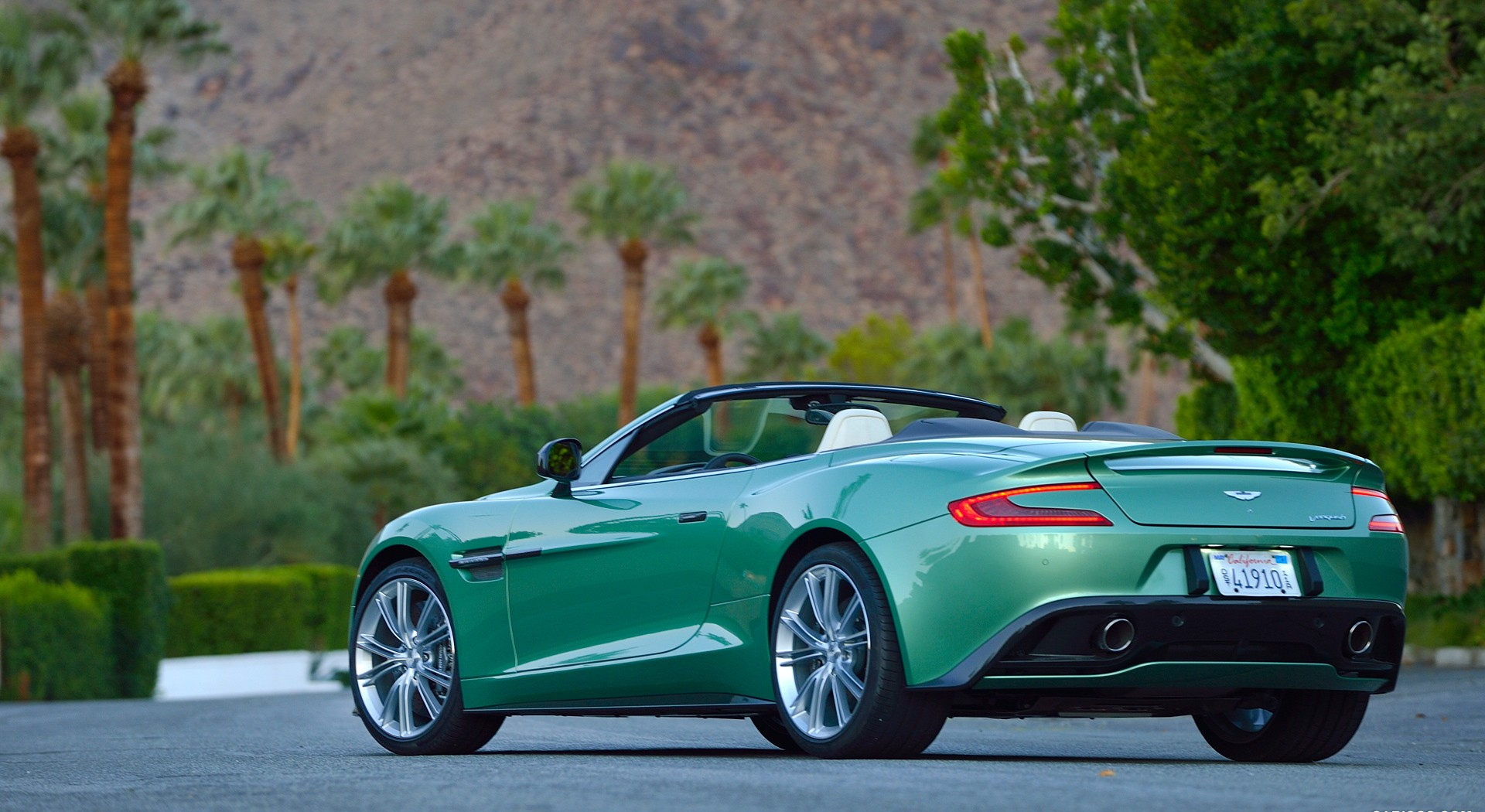 Aston Martin Vanquish Wallpapers green