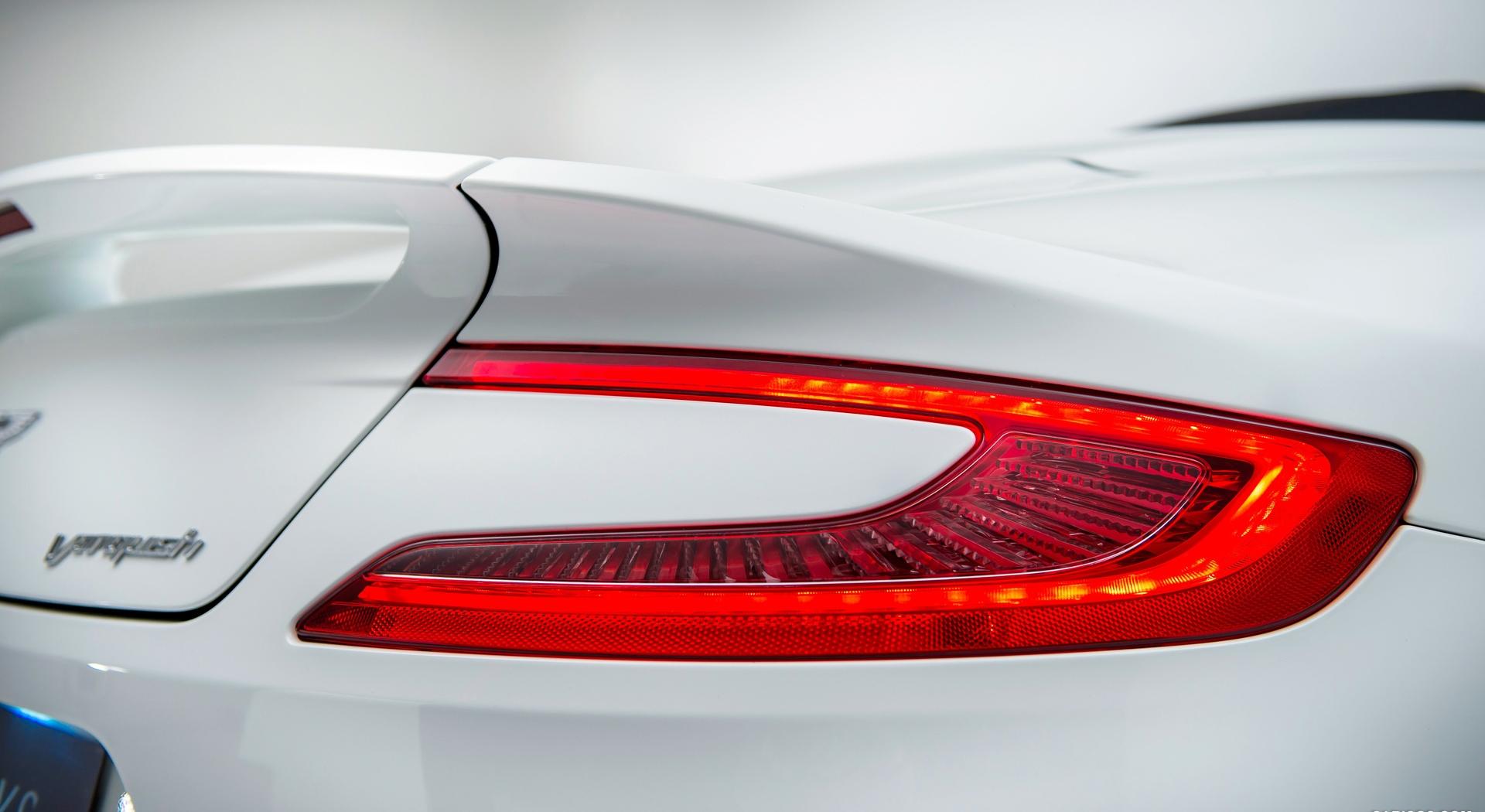 Aston Martin Vanquish Wallpapers tail light
