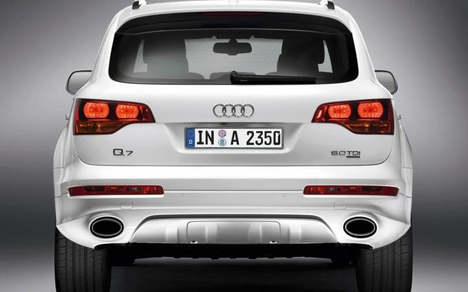 Audi Q7 V12 TDI back