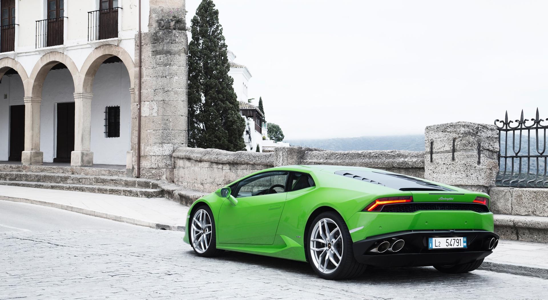 Lamborghini Huracan green