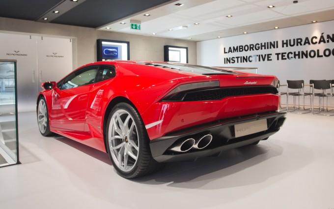 Lamborghini Huracan red