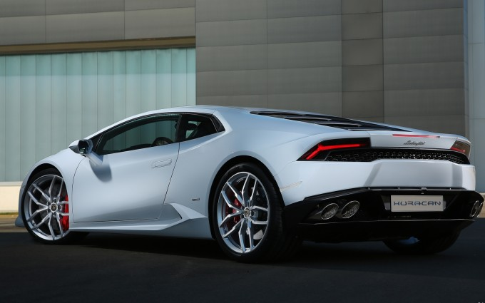 Lamborghini Huracan white