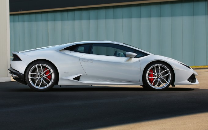 Lamborghini Huracan white wallpaper