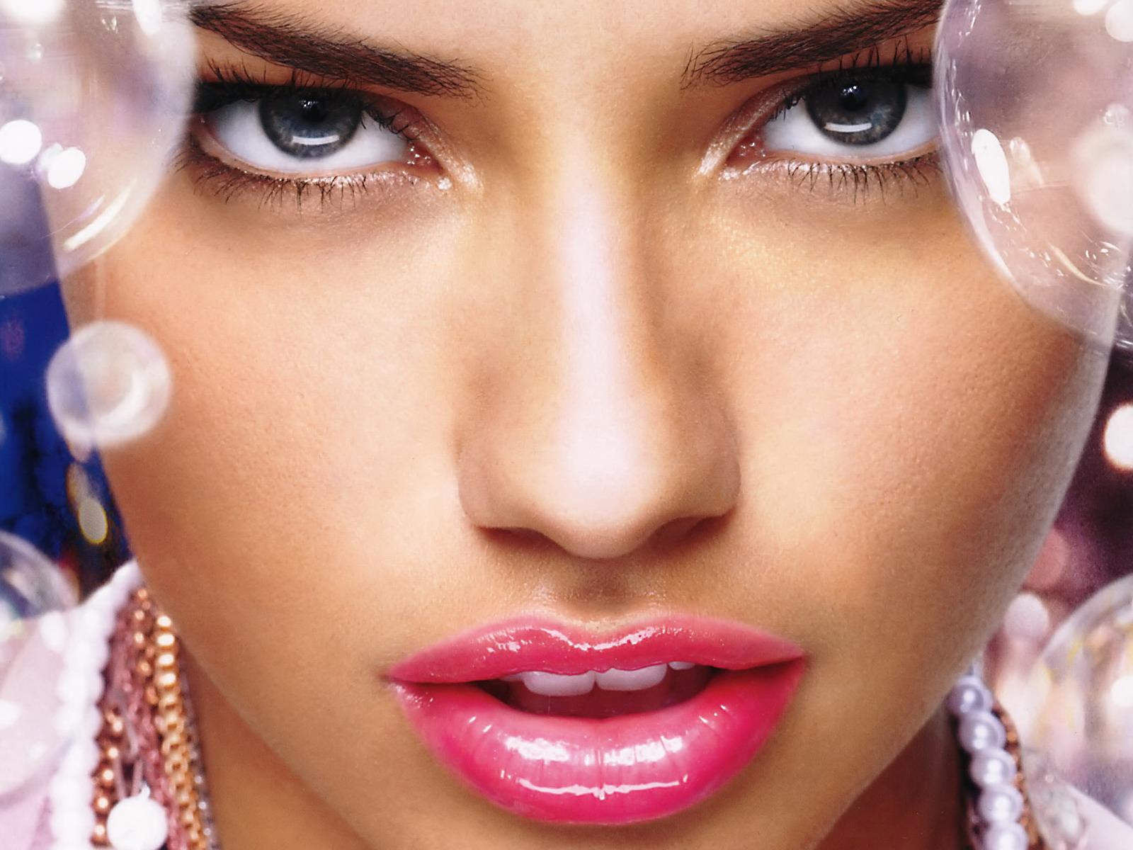 adriana_lima_pretty_lips-normal