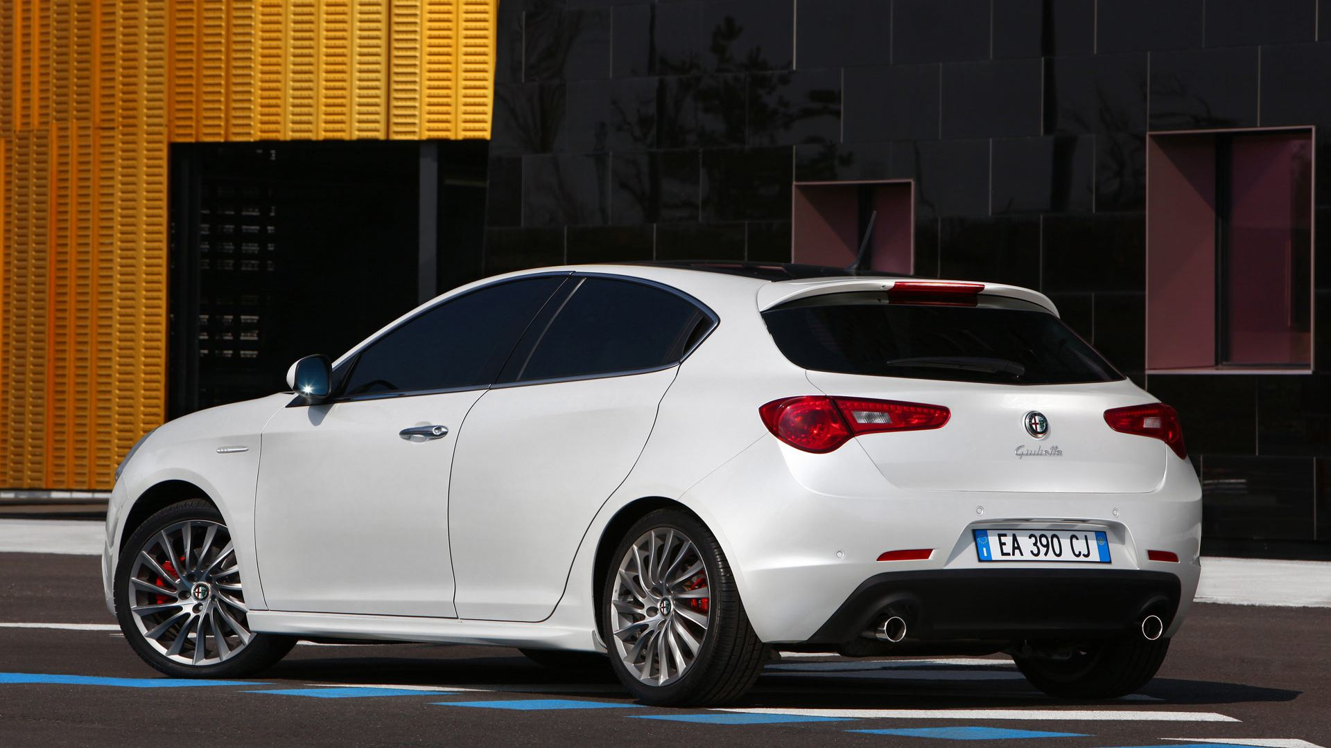 alfa romeo giulietta wallpaper wide