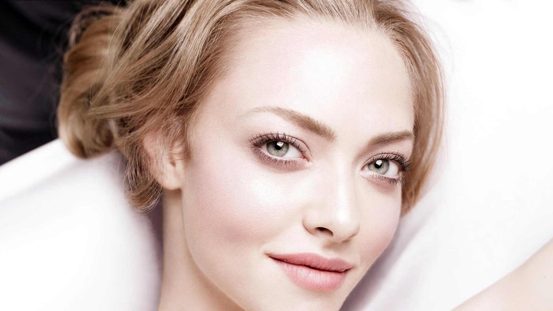 amanda seyfried wallpapers hd A1