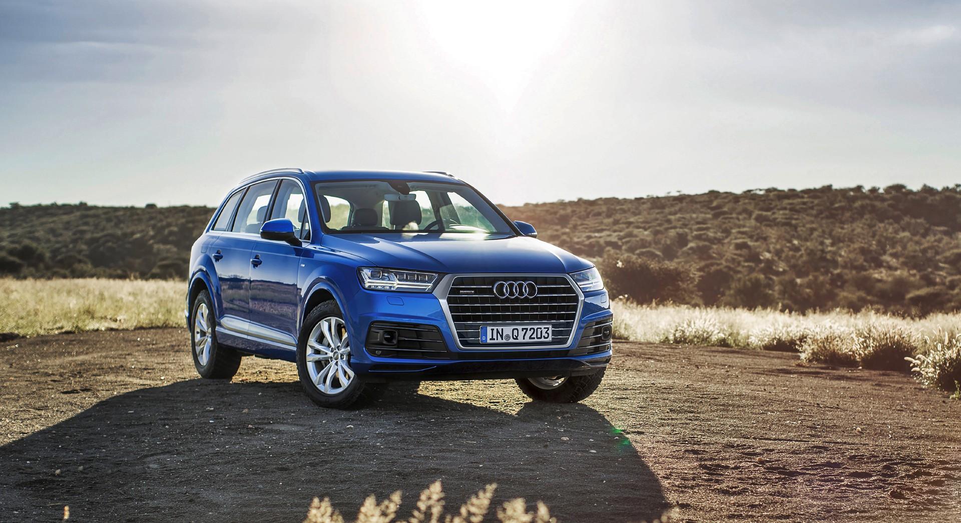 Audi Q7 Blue Front - HD Desktop Wallpapers