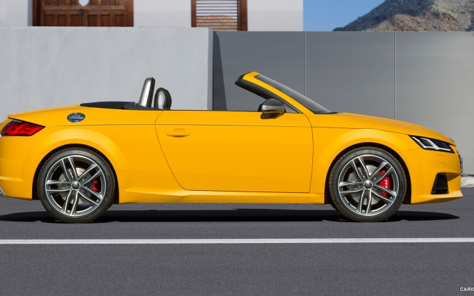 audi tt roadster yellow sides