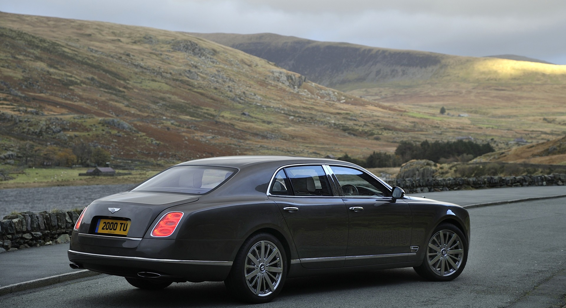 bentley mulsanne black background