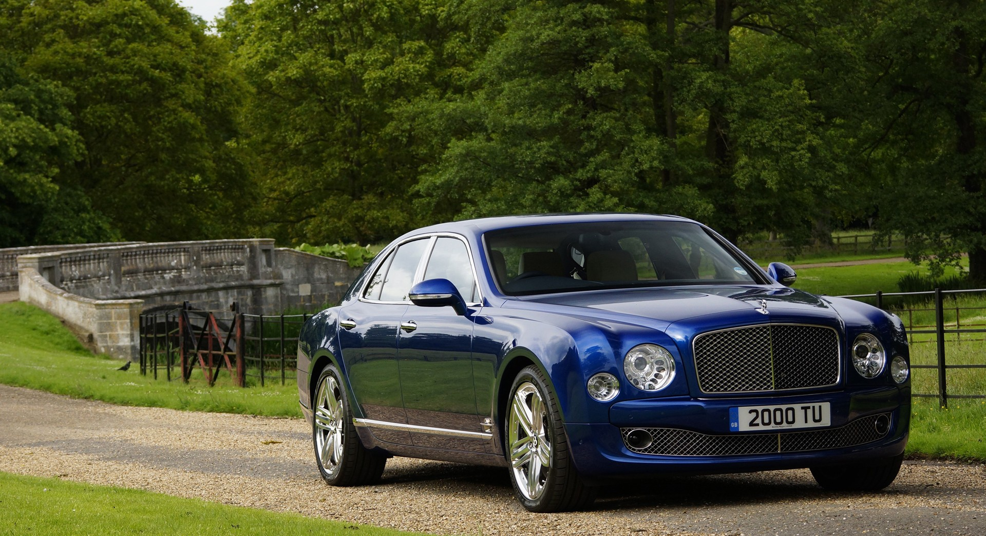 bentley mulsanne blue