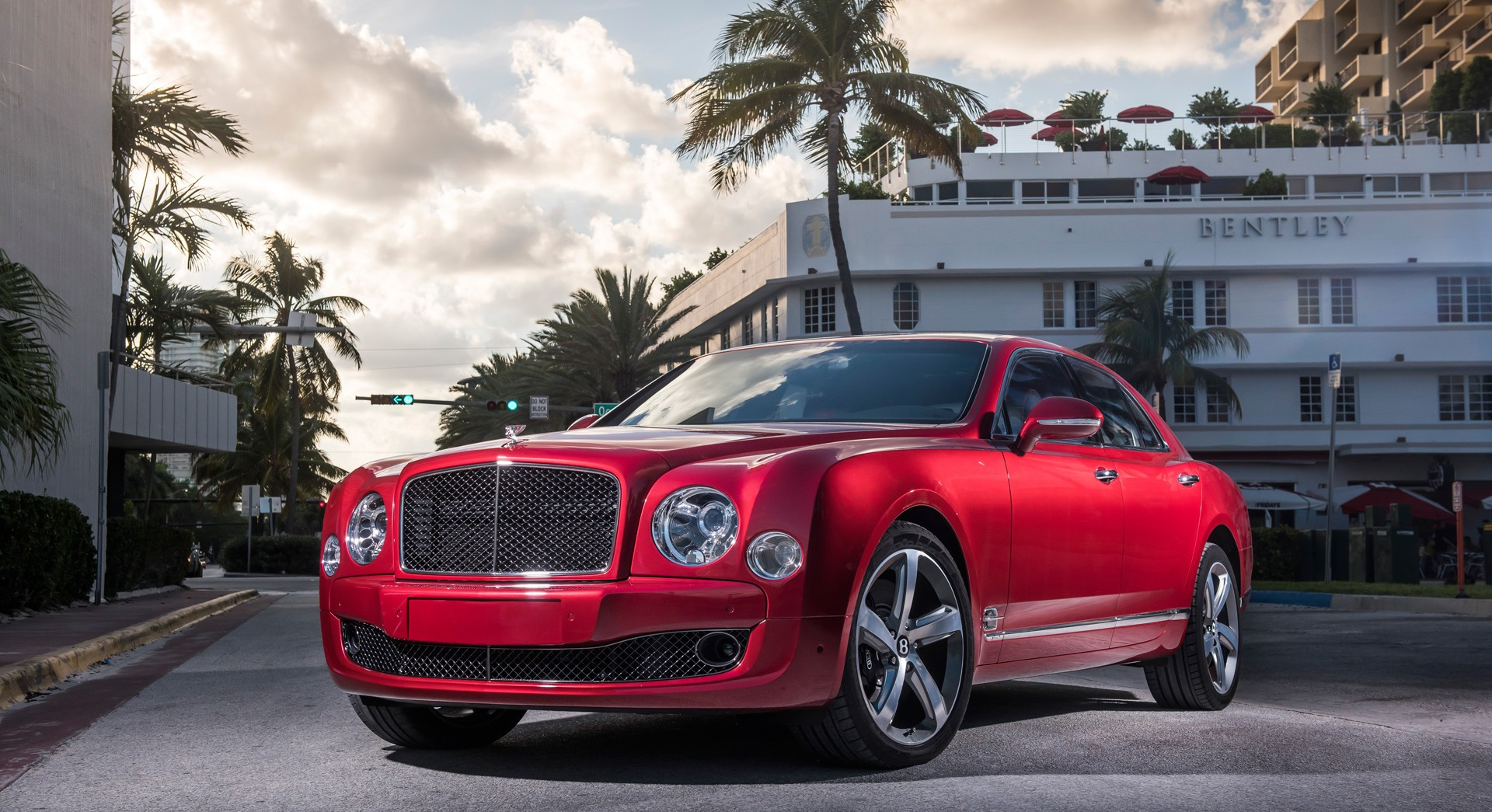 bentley mulsanne red sports car