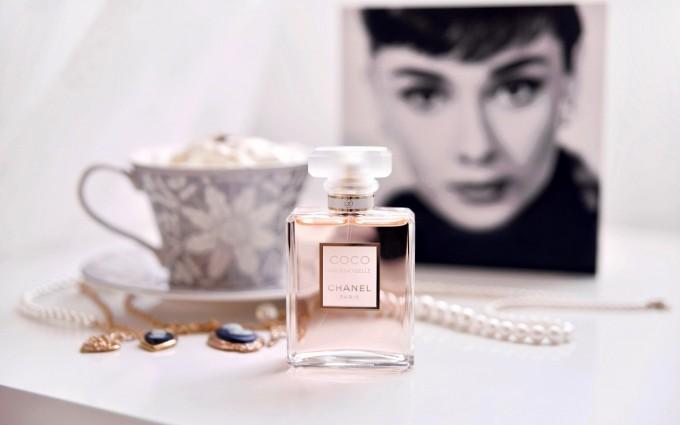 chanel perfume wallpaper