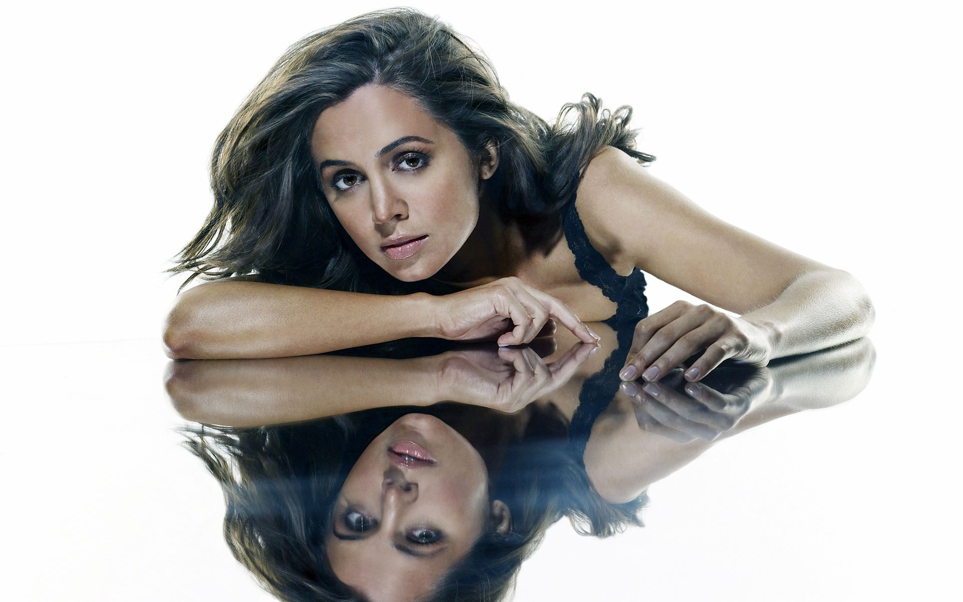 eliza dushku wallpapers hd a4