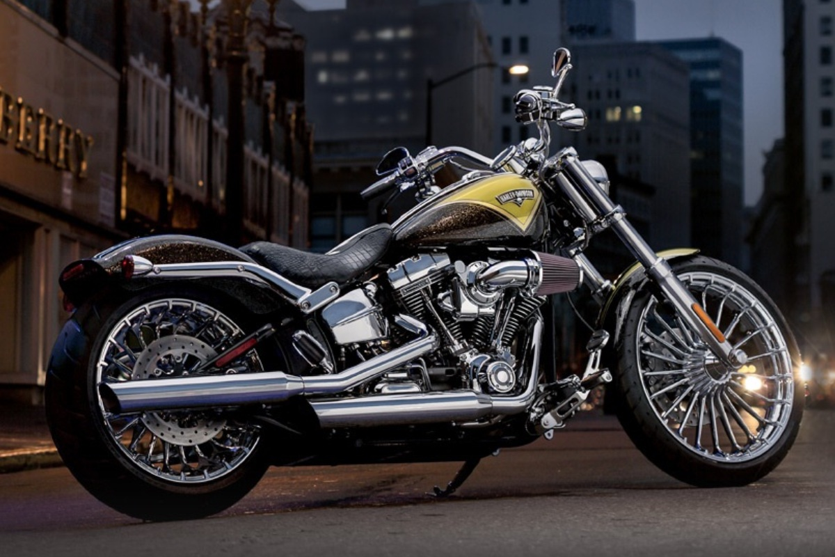 Download Harley Davidson 883 2048 X 2048 Wallpapers: Harley Davidson Wallpaper Yellow Highlight
