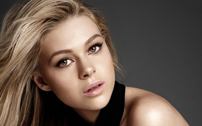 nicola peltz wallpapers hd A3