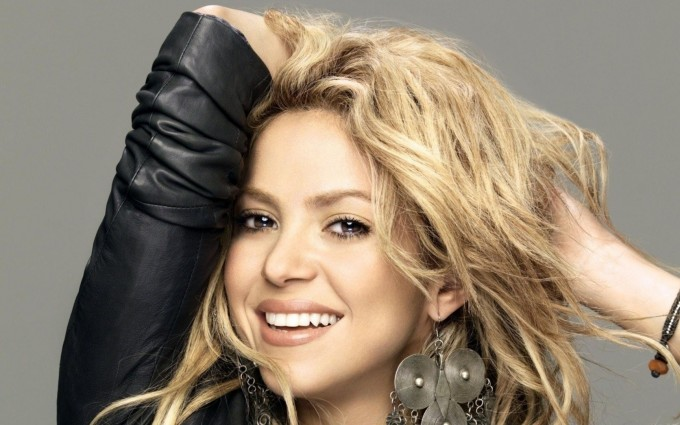 shakira wallpaper smile