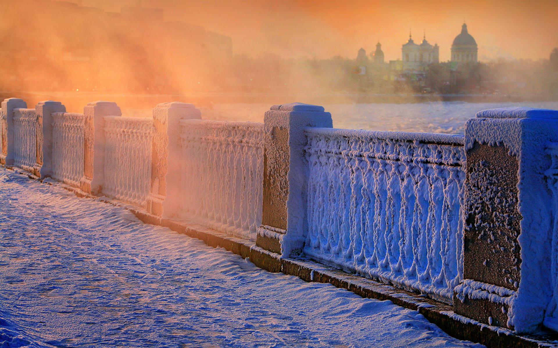 Russia, Rossiya , Leningradskaya Oblast', Saint Petersburg, Neva quay