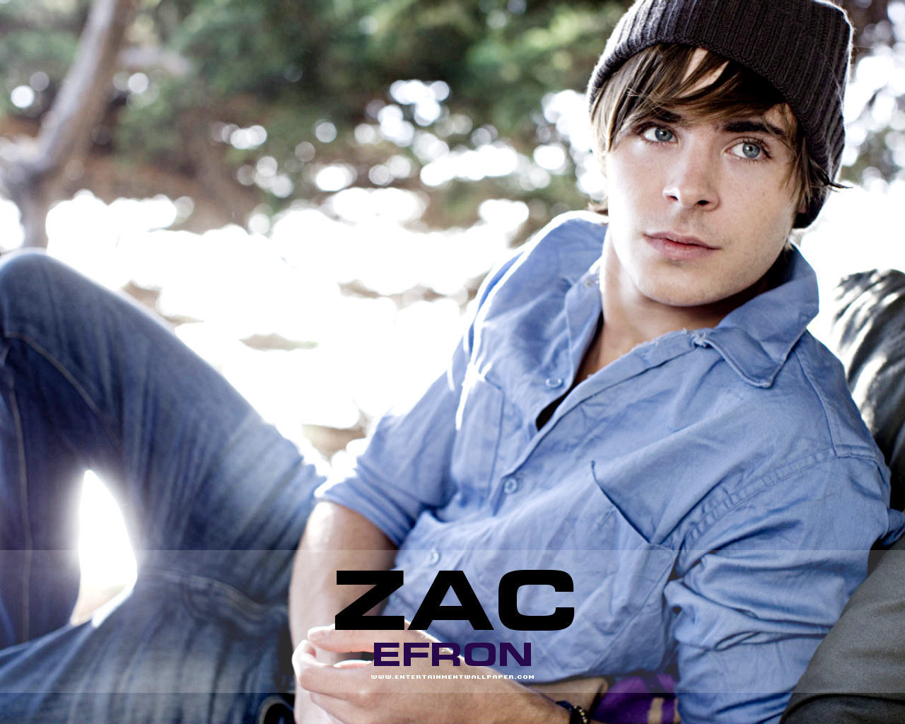 zac efron wallpaper blue