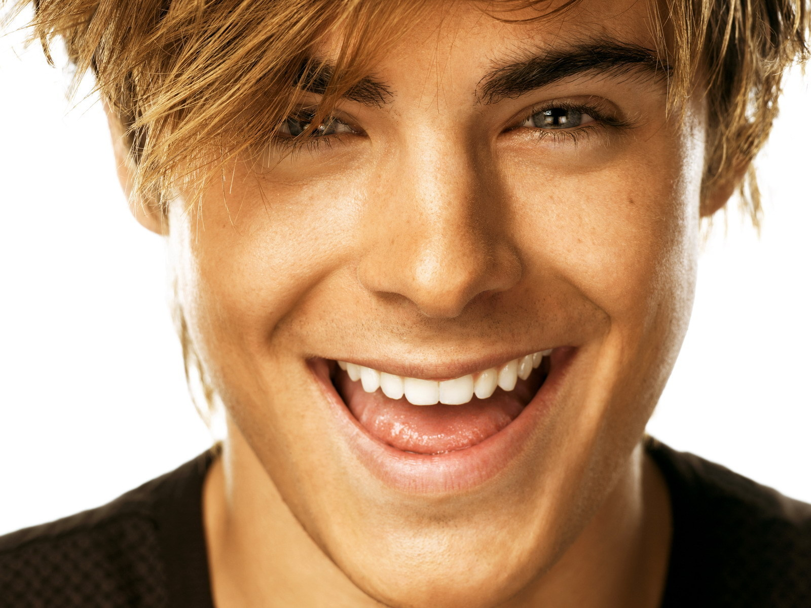 zac efron wallpaper smile