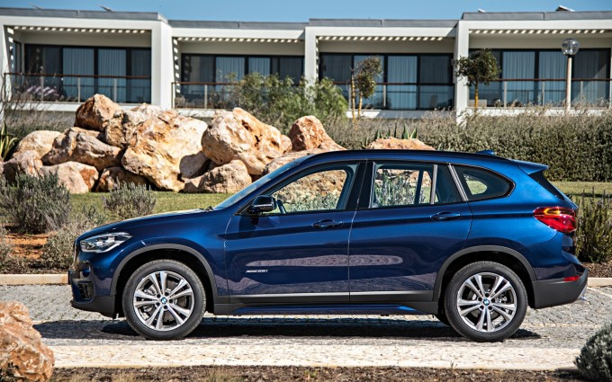 bmw x1 blue sides