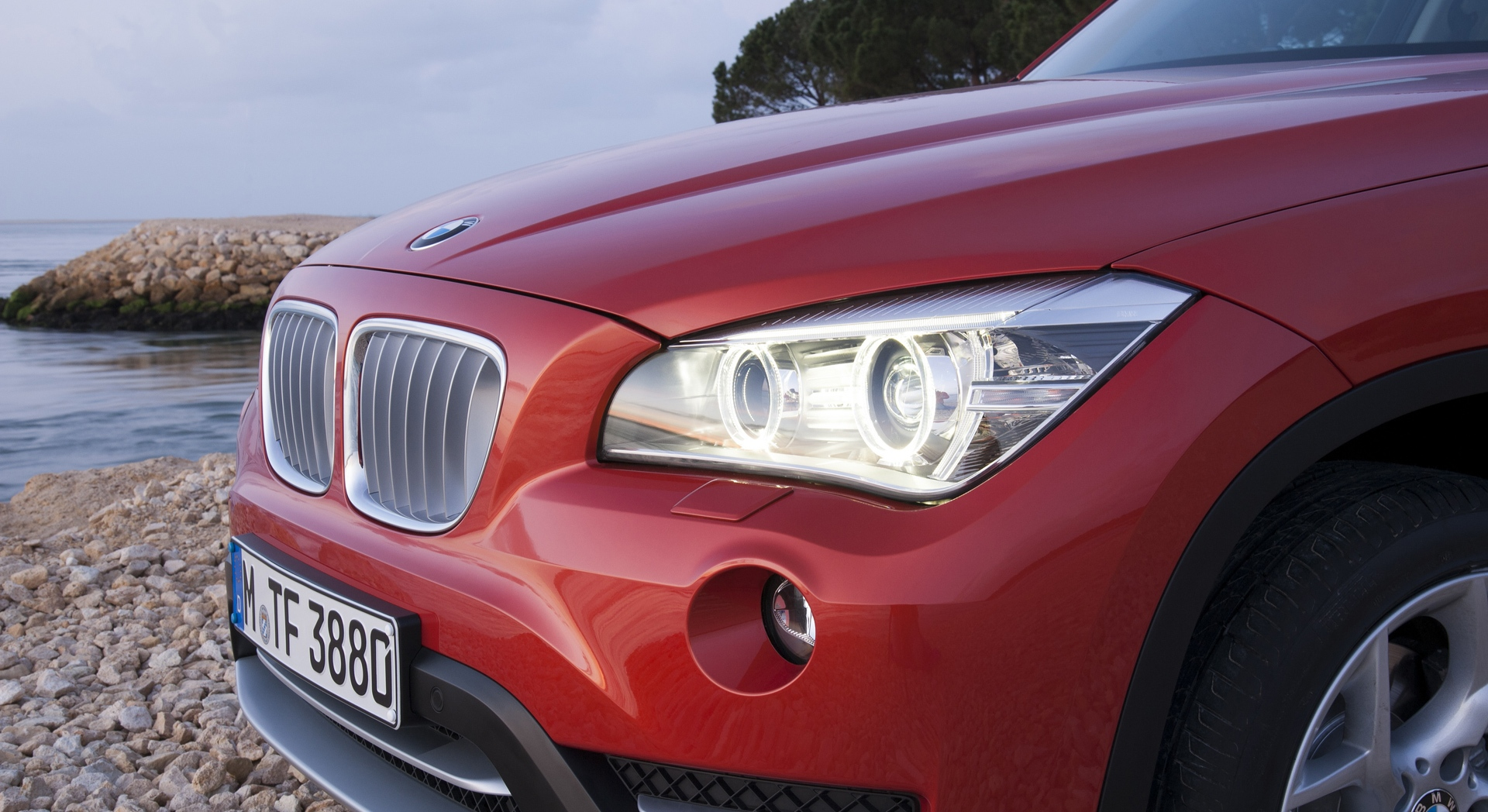 bmw x1 orange headlights