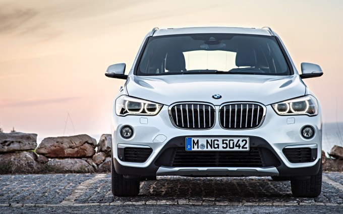 bmw x1 white mobile