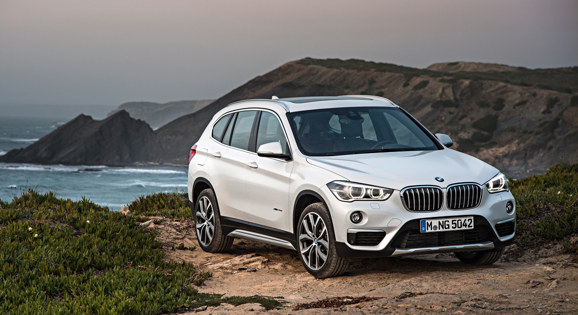 bmw x1 white wallpaper