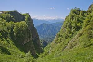 green hills mountains