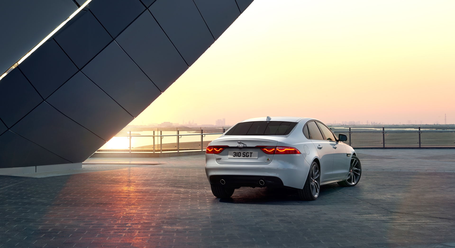 jaguar xf sunset