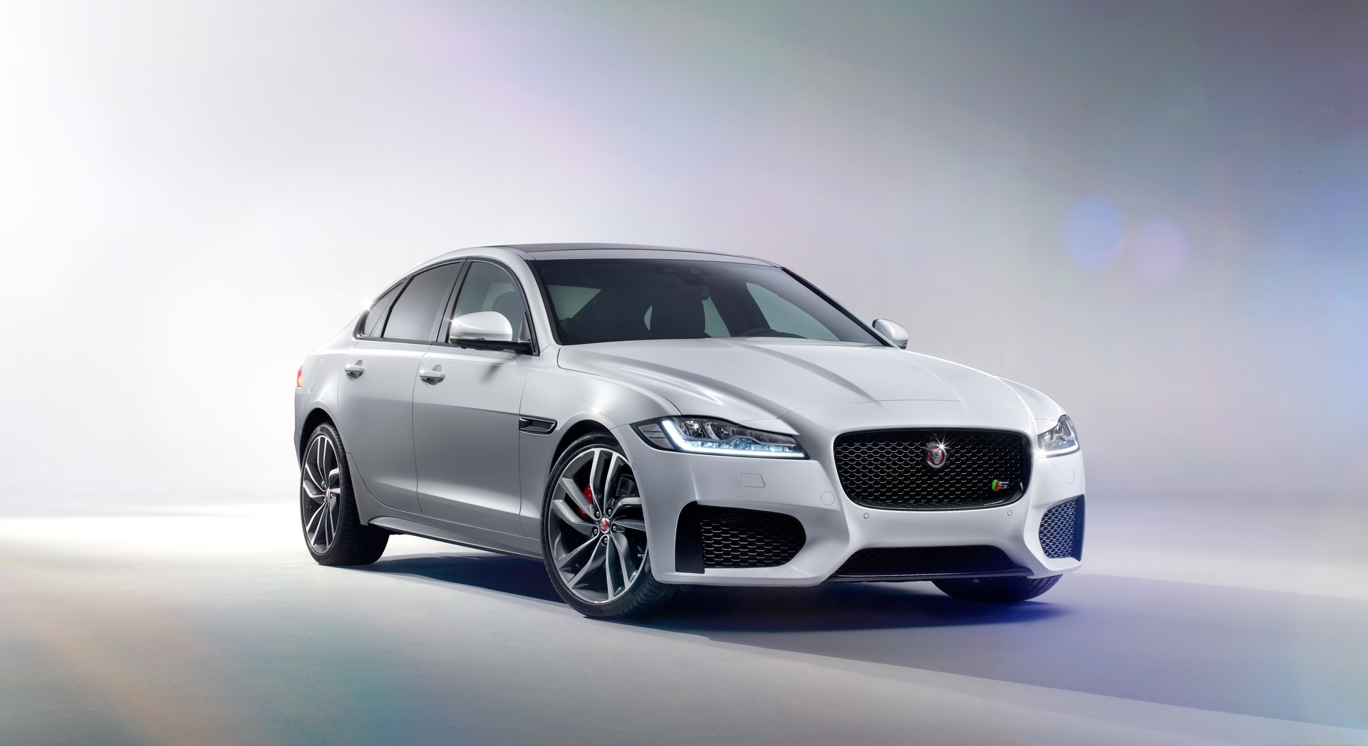 jaguar xf white