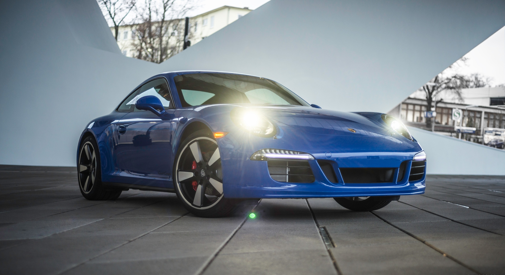 porsche 911 gt3 coupe blue