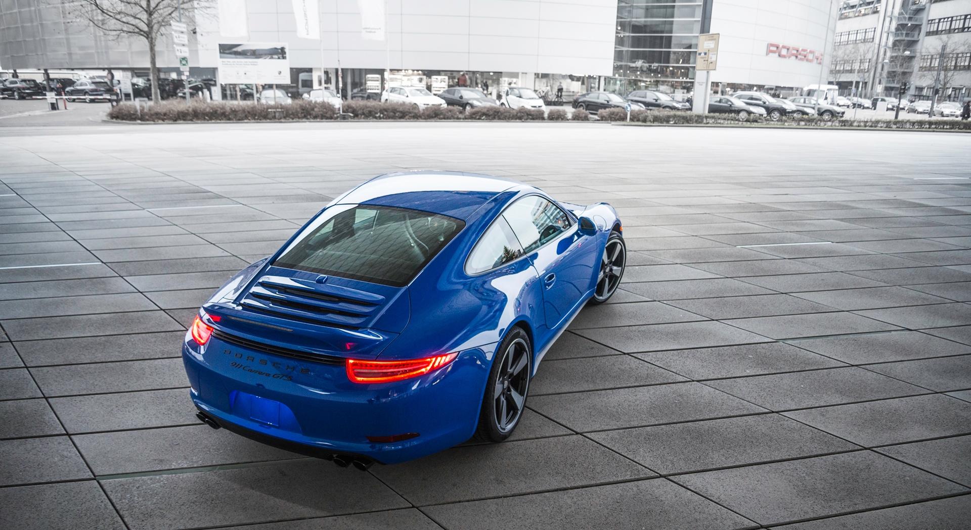 porsche 911 gts blue