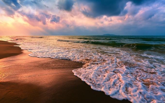 sea shore crashing waves
