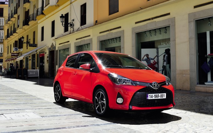 toyota yaris blue red