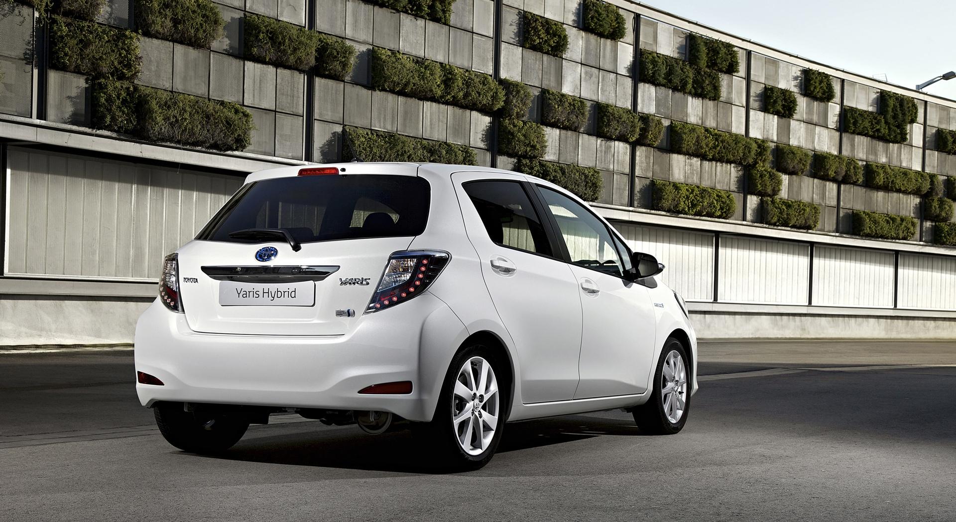 toyota yaris hybrid car