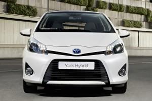 toyota yaris hybrid front
