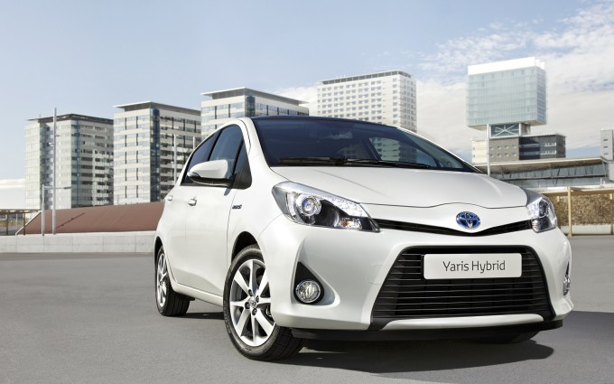 toyota yaris hybrid white pictures