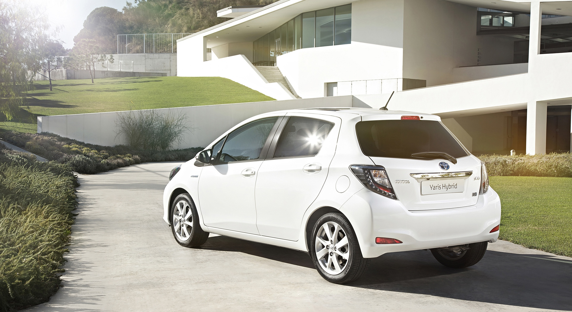 toyota yaris hybrid white rear