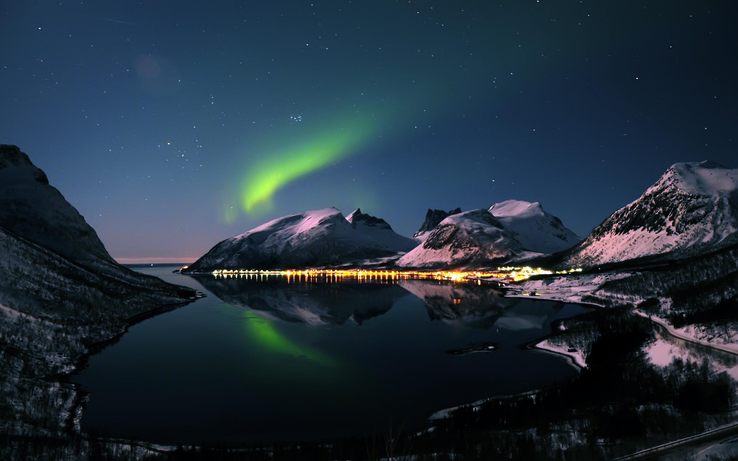beutiful aurora borealis wallpaper