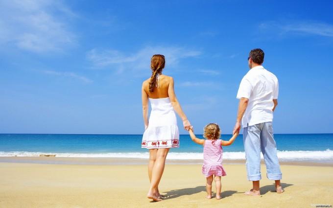 family walk beach funn