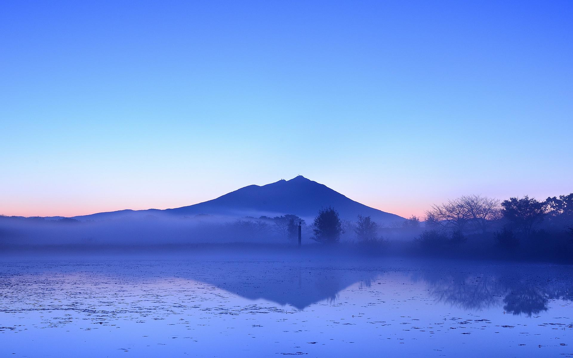lake morning fog
