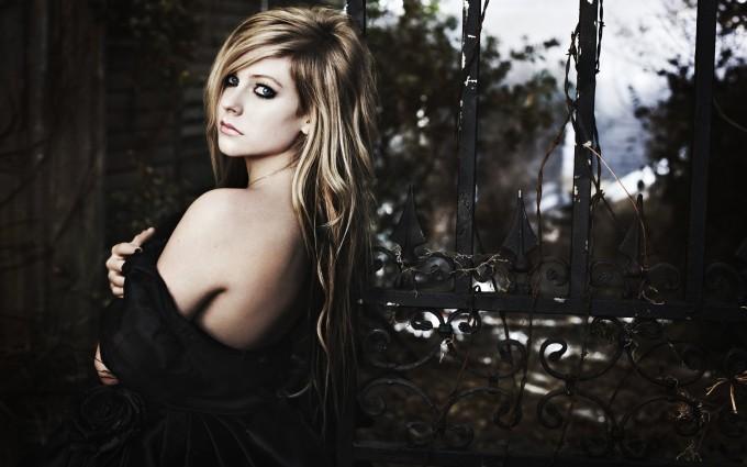 Avril Lavigne Wallpapers dark